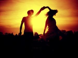 couple-dancing-kiss-kisses-photography-Favim.com-124153